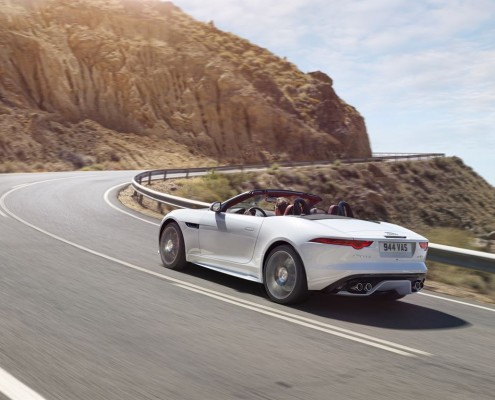 Jag_FTYPE_16MY_AWD_R_Glacier_White_Image_191114_02_LowRes