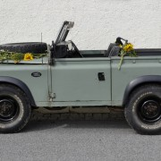 -Land_Rover_Defender_station_wagon