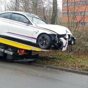 Crashbilder-BMW-M4-faellt-in-Graben-1200x800-c062e83eb8324361