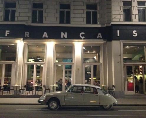 DS vor Cafe Francais