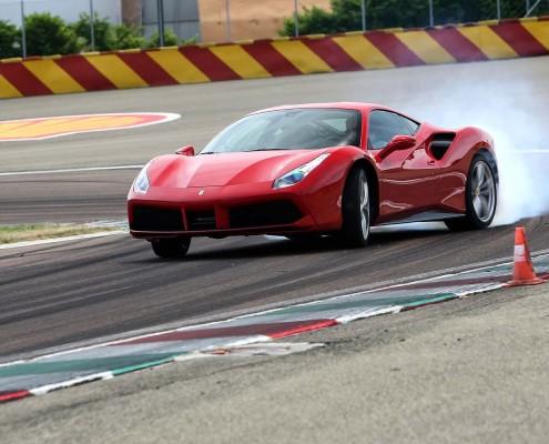 Ferrari-488-GTB-2015-Drift