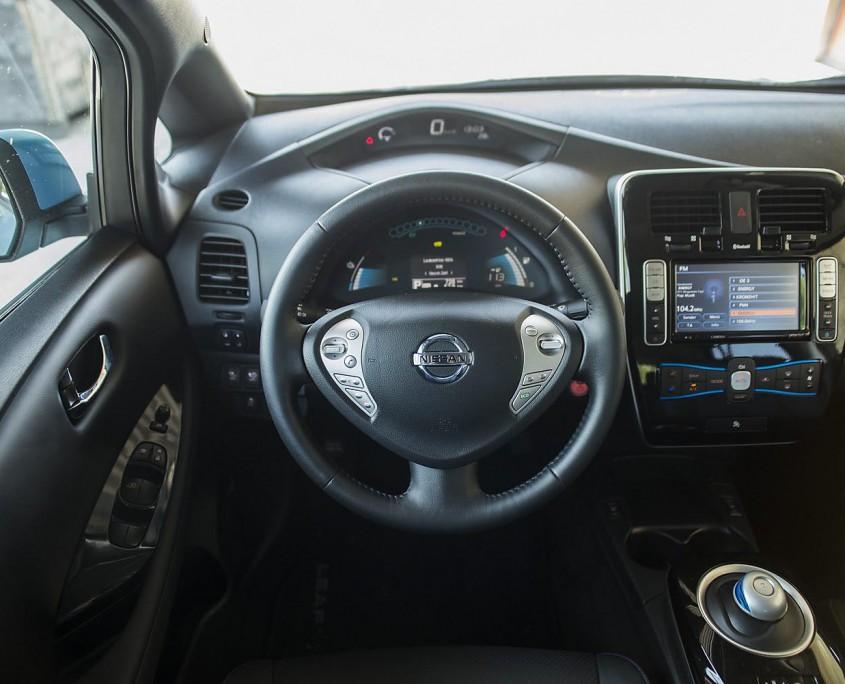 Nissan Leaf Cockpit