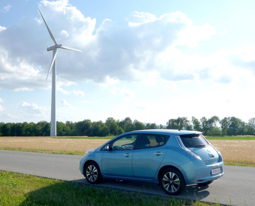 Nissan Leaf links hinten