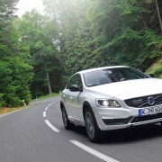 Volvo_S60_Cross_Country_fahrend
