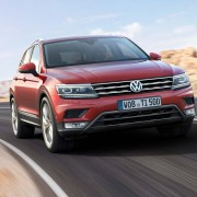 VW-Tiguan-Front-Lichter-Kuehlergrill