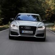 Audi-S8-plus-Front-Logo-Lichter-Lufteinlass