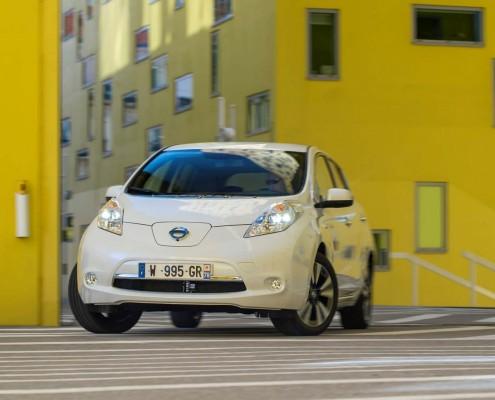 Nissan-Leaf-Front-Logo-Lichter