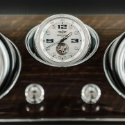 Bentley Bentayga Uhr Frontansicht