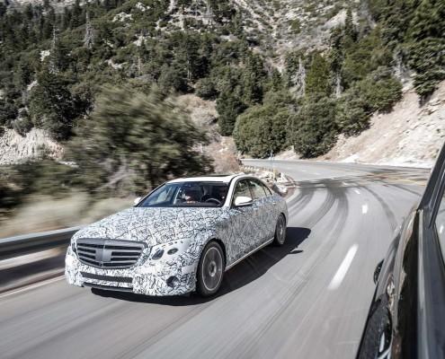 Mercedes-E-Klasse-2016-Fahrend-vorne-front-lichter-kuehlergrill