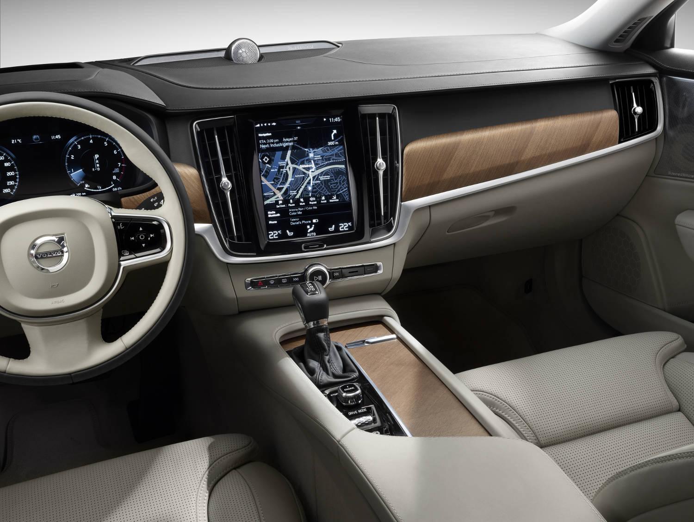 Volvo S90 Innenraum Schalthebel Lenkrad Navi