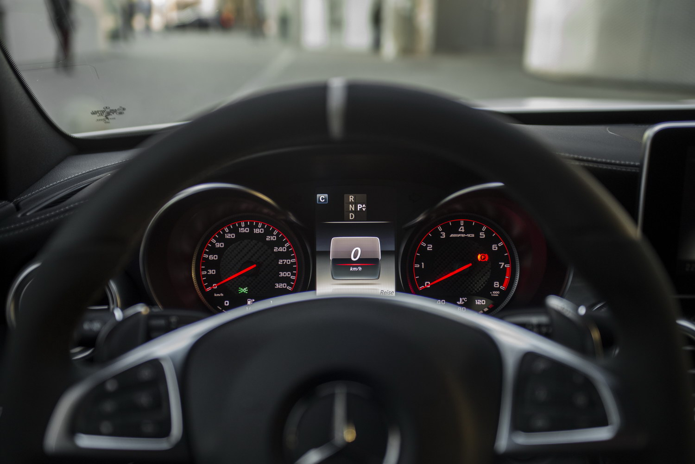 Mercedes-Benz C63 AMG S Cockpit Lenkräder Tacho Schaltwippen