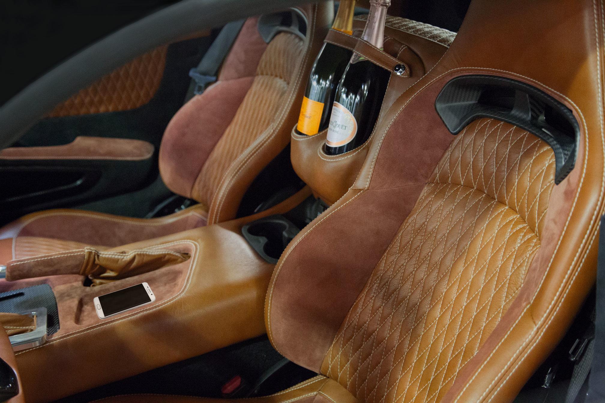 Fisker VLF Force1 Innenraum Champagner Sitze Sitzbezüge Armaturen Mittelkonsole