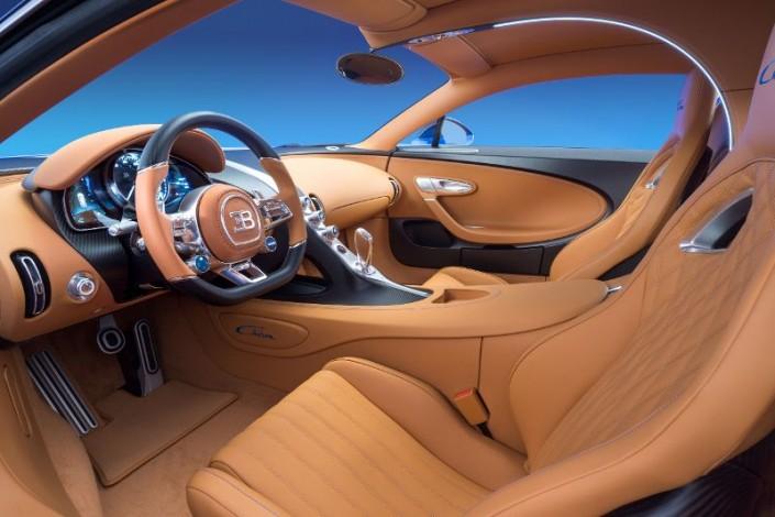 Bugatti Chiron Innenraum Lenkrad Leder Mittelkonsole Schalthebel Gang