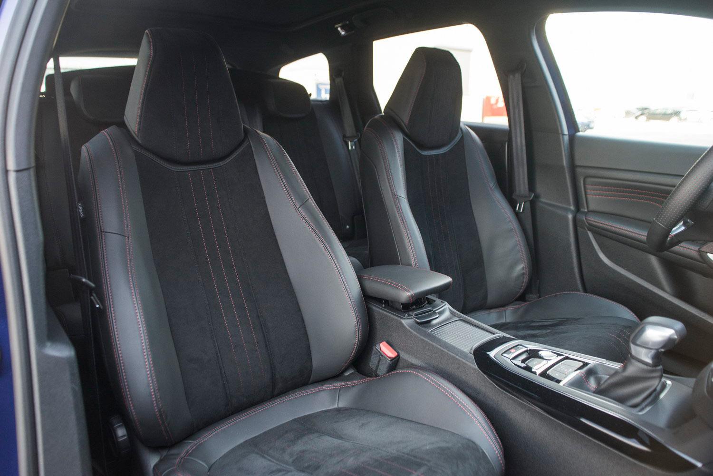Peugeot-308-SW-GT-interior-kopfstütze-bezug - Motorblock