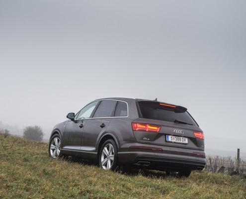 Audi Q7_heck_leuchten_design_auspuff
