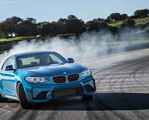 BMW-M2-Coupe_drift_seite_front_reifen