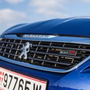 Peugeot-308-SW-GT-grill-loewe-front-detail