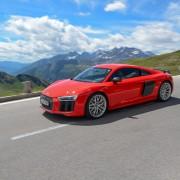 9 Audi R8 V10 Plus Fahrt Seite Berge