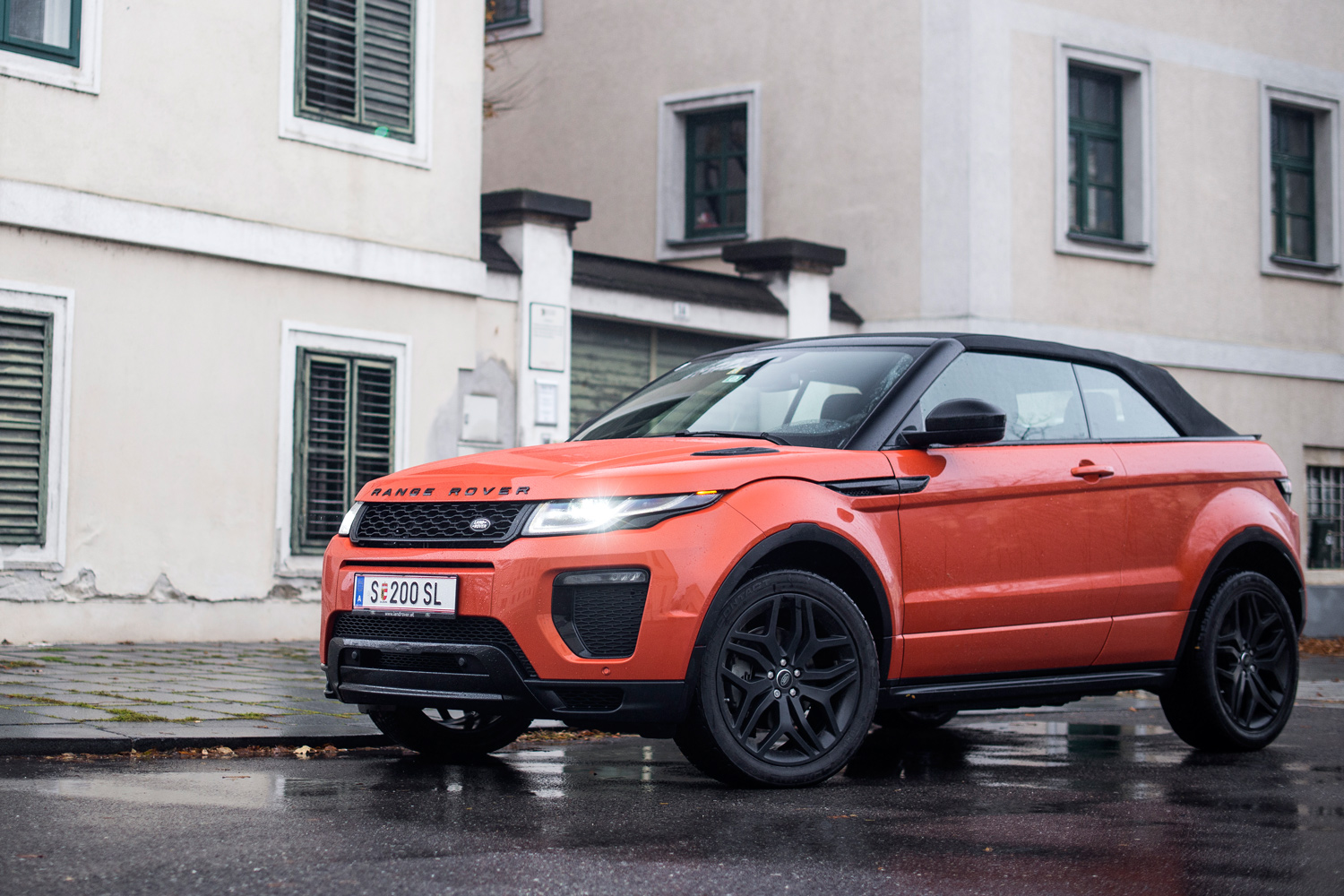 behaunski ber das range rover evoque cabrio motorblock. Black Bedroom Furniture Sets. Home Design Ideas