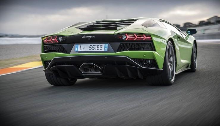 Lamborghini-Aventador-S-19