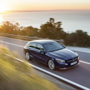 Mercedes-Benz CLA 250 4MATIC Shooting Brake (X117) 2016. Canvasitblau, Interieur schwarz-beige. Kraftstoffverbrauch (l/100 km) innerorts/außerorts/kombiniert: 8,7/5,5/6,7;  CO2-Emissionen kombiniert: 154 g/km ;  Mercedes-Benz CLA 250 4MATIC Shooting Brake (X117) 2016. Canvasite blue, interior black-beige. Fuel consumption (l/100 km) urban/ex urban/combined: 8.7/5.5/6.7; combined CO2 emissions: 154 g/km;
