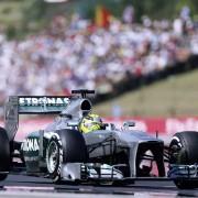 MERCEDES AMG PETRONAS F1 W04 Formel-1-Rennwagen des Teams MERCEDES AMG PETRONAS in der Saison 2013. Die Werksrennmannschaft erreicht 2013 drei Siege und insgesamt neun Podiumsplätze.   MERCEDES AMG PETRONAS F1 W04 Formula One racing car of the MERCEDES AMG PETRONAS team in the 2013 season. The works racing team posted three victories and a total of nine podium finishes in 2013.