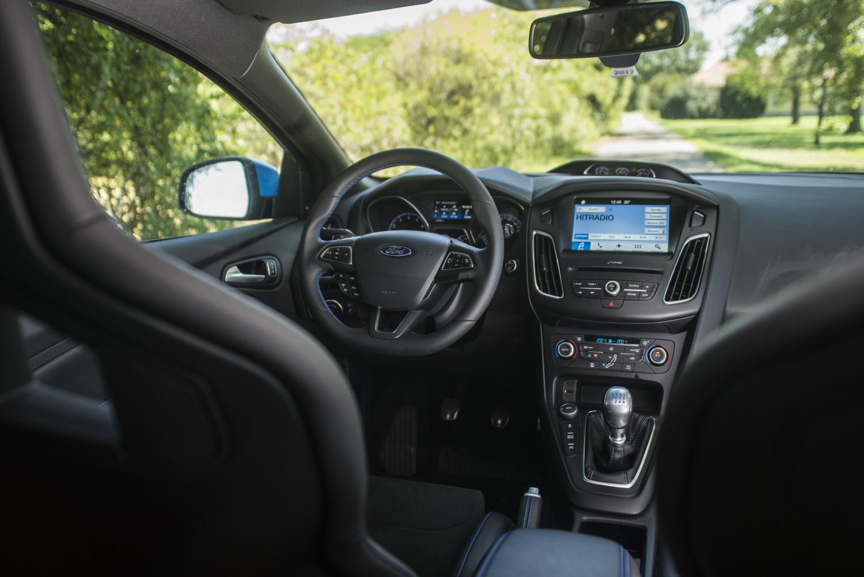 Ford Focus RS vs. Seat Leon Cupra 300 - Motorblock