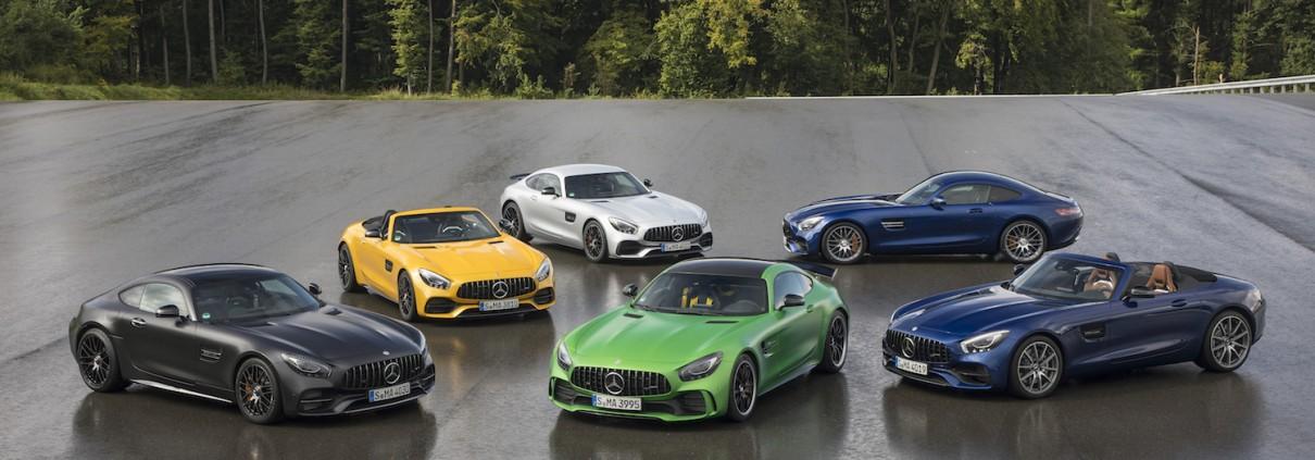 Mercedes-AMG Familie Kraftstoffverbrauch kombiniert 11,4-9,3 l/100 km, CO2-Emissionen  kombiniert 259-216 g/km // Mercedes-AMG Family Fuel consumption, combined 11.4-9.3 l/100 km, CO2 emissions, combined  259-216 g/km