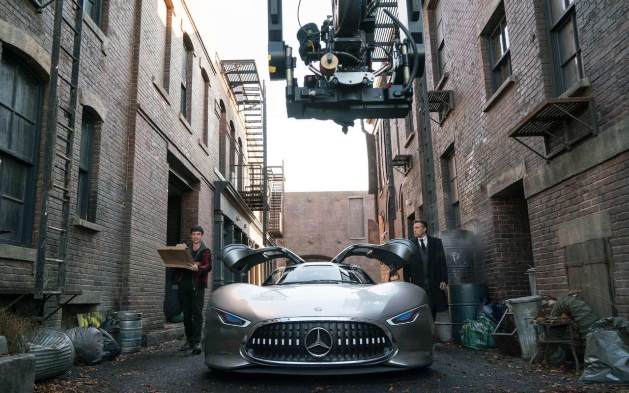 Mercedes benz amg vision gran turismo f r batman for Justice league mercedes benz
